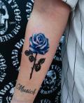 Farbige Rose auf Innenarm tätowiert - by LenArt